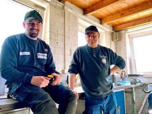 Felix und Helmut - zwei Kollegen in der Werkstatt